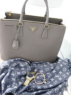 Prada - handbag - grey - perfect - nice @yourbag.yourlife http://yourbagyourlife.com/