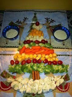 cheese and veggie christmas tree