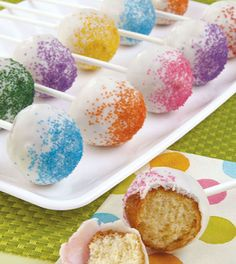 This tasty cake pop recipe is great for making cake pops in all shapes, sizes and colors. Learn how to make cake pops easily at Wilton. Blue Berry Muffins, Blueberries Muffins, Edible Party Favors, Cake Pops How To Make, Basic Cake, Cheesecake Cupcakes, Cookie Pops, Candy Melts, Homemade Cakes
