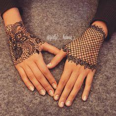 Trending minimal new bridal mehndi design ideas for this wedding season - Lace Glove henna Henna Hand Designs, Mehndi Designs Finger, Tattoo Design For Hand, New Bridal Mehndi Designs, Latest Mehndi Designs, Mehndi Designs For Hands, Henna Tattoo Designs, Designs Mehndi, Henna Tattoo Hand