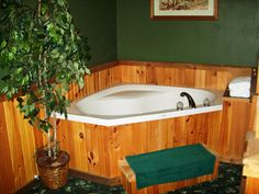 Whitetail Deer Suite - in room two person jacuzzi tub.