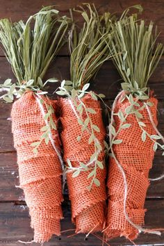 hoppy easter Spruce up your home by making these DIY Rustic Spring Burlap Carrots! They are so easy, so adorable, and affordable! These will add so much charm to your spring home! Spring Projects, Easter Projects, Spring Crafts, Easter Crafts, Holiday Crafts, Easter Ideas, Holiday Decor, Burlap Crafts, Burlap Projects