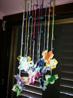 Scacciapensieri uncinetto con farfalle e campanellini