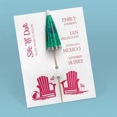 bodas-originales-invitación-boda-paraguas-coctel-verde-sillas-playa-papel-blanco