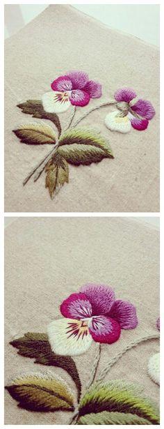 刺绣三色堇来自手工也是一种时尚的图片分享-堆糖;