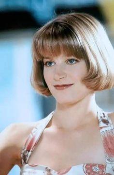Cute short bob with fringe Brunette Beauty, Hair Beauty, Short Bob With Fringe, Bridget Fonda, 70s Hair, Blonde Color, Beautiful Celebrities, Beautiful Women, Great Hair