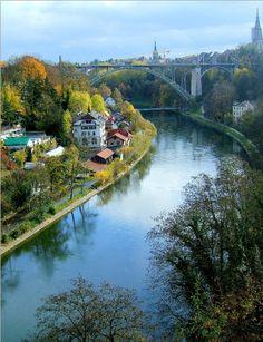In 1191 werd de stad Bern gesticht door hertog Berchtold V. van Zähringen. Jonkheer Cuno von Bubenberg kreeg de opdracht een eenvoudig te verdedigen stad te vestigen op het schiereiland dat omlijst werd door rivier de Aare. #Bern ontstond.