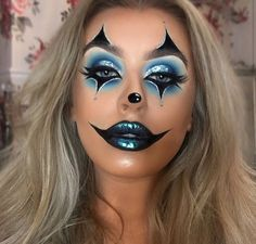 (SWIPE) is it too early to be posting Halloween makeup? I don't think so either 🎃🤡✨ Last years makeup for Halloween 🦋 Lips Halloween Makeup Clown, Amazing Halloween Makeup, Halloween Eyes, Halloween Makeup Looks, Cute Clown Makeup, Clown Costume Women, Circus Makeup, Halloween Costumes, Halloween Photos