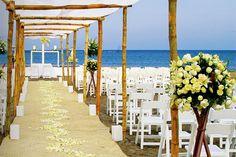 ¿Quieres casarte en la playa? ¡Hemos recopilado los mejores lugares dónde hacerlo para que sólo tengas que elegir! http://www.loveandgo.com/jeteme/jeteme-celebra-tu-boda-en-la-playa/