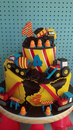 cute Construction cake- Jacqui go to the site of who I repinned this off of, she has some great cake designs!