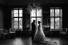 Brautpaarshooting in eine Schloss. www.positiva-foto.de #hochzeit #schloss #brautpaar #schwarzweiss #braut #bräutigam #hochzeitsfotograf #schleswigholstein #hamburg #hh #germany #wedding #palace #weddingphotographer #weddingphotography #brideandgroom #monochrome #blackandwhitephotography #bw #fotografodebodas #boda #vitalynosov #positivafotografie #свадьба #фотограф #германия #свадебныйфотограф #гамбург #чб #bw