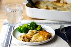 Tuscan Chicken Casserole - Low Carb, Grain and Gluten Free, THM S, Keto - creamy sundried tomato sauce on top of tender chicken and spinach, topped with provolone Ketogenic Recipes, Keto Recipes, Dinner Recipes, Cooking Recipes, Healthy Recipes, Ketogenic Diet, Dinner Ideas, Skinny Recipes, Healthy Options