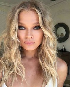 Vita Sidorkina with beach waves hairstyle and natural makeup. #beach #beachhair…