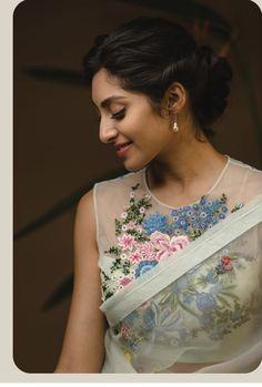 Floral Print Sarees, Saree Dress, Saree Blouse, Kurti Embroidery Design, Modern Saree, Stylish Blouse Design, Sari Blouse Designs, Elegant Saree, Fancy Sarees