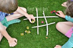 Easy Tic Tac Toe game for Spring and Summer. We love stone crafts and playing with sticks. Combine the two, to make this adorable ladybird and bees stones tic tac toe game! Wonderful.