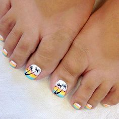 Tropical Nail Art designs for Toes picture 3 Jamaica Nails, Hawaii Nails, Beach Toe Nails, Summer Toe Nails, Summer Pedicures, Pretty Toe Nails, Cute Toe Nails, Pedicure Nail Art, Pedicure Design