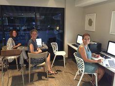 Con Katja y Mary Cruz, la tarde del lunes, después del evento de Empower en Orlando, aquella tarde organizamos el hangout desde ese hall del hotel Quality In, fué increíble la emoción. Esta foto ademas me gusta... http://miblog.mercedesmedi...