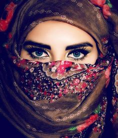 Eyes of israel. i guess Arabian Eyes, Arabian Beauty, Arabian Women, Most Beautiful Eyes, Beautiful Hijab, Niqab Eyes, Pics For Dp, Eye Pictures, Beautiful Muslim Women