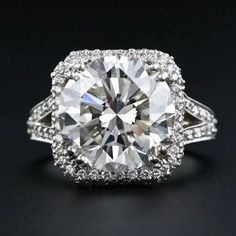 HUGE!!!! I'd ask for this ring as my engagement ring!!!