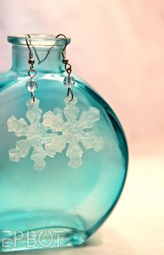 Snowflake earrings made from bubble wrap! Fun & easy upcycling craft.