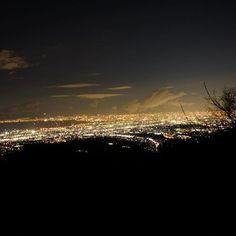 Instagram【toyryota】さんの写真をピンしています。 《微妙にブレて大都市感増した僕らの町  #fujifilm #fujifilm_xe1 #xe_1 #camera #葛城山 #展望台 #夜景》