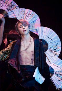 BTS Jimin burning the stage lmao Bts Jimin, Jimin Hot, Bts Bangtan Boy, Taehyung, Namjoon, Park Ji Min, Jikook, Foto Bts, Jin