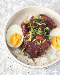 To cook Japanese braised pork belly, browned meat is braised in soy sauce, mirin, dashi, ginger, garlic and star anise until the fat melts in the mouth.