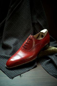 Magnifiques Richelieu rouge à bout droit fleuri #mode #chaussures #patine…