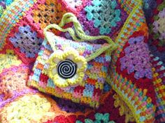 The 8th Gem: Finished the Interlocking Block stitch Kindle bag...