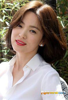 Song Hye Kyo Korean Actresses, Korean Actors, Korean Beauty, Asian Beauty, Song Hye Kyo Style, Pretty Songs, Beautiful Girl Photo, Korean Model, Song Joong Ki