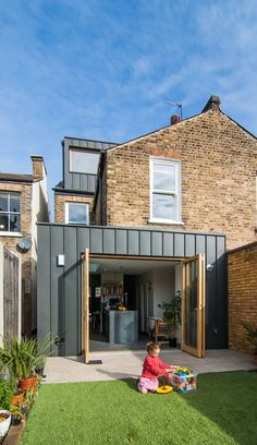 42 Awesome Terrace House Extension Design Ideas With Open Plan Spaces - Extending your home by building outside can have a significant impact on your property's curb appeal when it comes time to list your house on the mark. Black Cladding, Zinc Cladding, House Cladding, Exterior Cladding, Extension Designs, House Extension Design, Roof Extension, House Design, Side Return Extension
