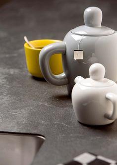 Top Core (Floating Black) - collectie 2013 van Dekker/Erbi Kitchen Items, Kitchen Cook, Kitchen Stuff, Kitchenware, Tableware, Tea Time, Tea Pots, Sweet Home, Plates