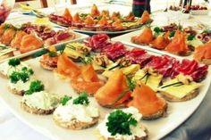 Foto de la receta de canapés de atún con mayonesa, salmón y salami