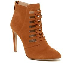 BCBGeneration Coy Bootie (€63) ❤ liked on Polyvore featuring shoes, boots, ankle booties, short boots, leather cut out booties, leather booties, short leather boots y leather ankle booties