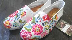 Vera Bradley Toms!! Christin Frommer can we please get these for China?!?! We can get maxis to match them!!