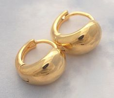 Popped Front Huggie Earrings Y Gold Classic Bridal Jewellery, Bridal Jewelry, Gold Jewelry, Jewelery, Gold Earrings Designs, Designer Earrings, Jewelry Sets, Women's Earrings, Fashion Jewelry