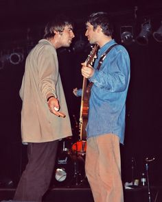 Oasis: Liam and Noel Gallagher Liam Gallagher Noel Gallagher, Oasis Live, Liam And Noel, Oasis Band, Britpop, Indie Music, Paul Mccartney, Music Bands, Wonderwall