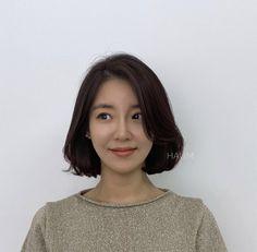 Korean Natural Makeup, Natural Beauty, Celebrity Makeup Looks, Korean Short Hair, Shot Hair Styles, Hair Reference, Asian Hair, Permed Hairstyles, Face Hair