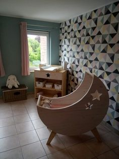 Homemade moon cradle in raw wood slats – Mom and Baby … - Diy Möbel