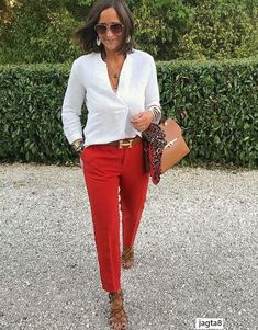 Red pants and white blouse Mode Outfits, Fall Outfits, Summer Outfits, Fashion Outfits, Womens Fashion, Red Jeans Outfit, Red Pants, Work Fashion, Fashion Looks