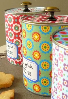 covered paint cans Diy Storage Jars, Homemade Gifts, Diy Gifts, Decoupage, Tin Can Crafts, Upcycled Crafts, Tin Boxes, Paint Cans, Diy Craft Projects