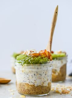 toasted coconut overnight oats I howsweeteats.com