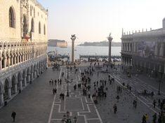 La Piazzetta es un recinto rectangular delimitado por la Basílica, el Palacio Ducal, el Campanile, la Biblioteca Sansoviniana y el muelle (molo) del Bacino di San Marco - Portal Fuenterrebollo
