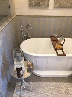 Beige and gray tile combination in bathroom with free standing tub. Small Bathroom, Master Bathroom, Bathroom Ideas, Bath Ideas, 50s Bathroom, Bling Bathroom, Bathroom Inspiration, Paris Bathroom, Bathroom Vinyl