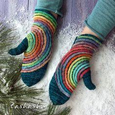 Fantastic Pictures Crochet socks Popular Ravelry: Hypnosis mittens pattern by Svetlana Gordon Crochet Mittens, Mittens Pattern, Crochet Gloves, Knit Crochet, Knit Cowl, Crochet Granny, Hand Crochet, Knitting Projects, Crochet Projects