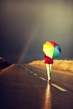 Rainbow umbrella-this looks so neat. My favorite weather is rain with a rainbow afterward. Pretty Pictures, Cool Photos, Amazing Photography, Art Photography, Umbrella Photography, Rainbow Photography, Artistic Photography, Landscape Photography, Parasols