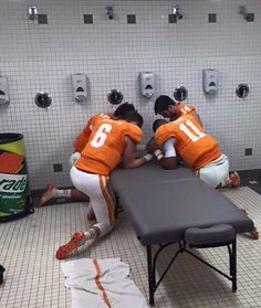 Dobbs leading players in prayer before Taxslayer Bowl now those are awesome young men! Tn Vols Football, Tennessee Volunteers Football, Tennessee Football, University Of Tennessee, Ohio State University, College Football, Ut College, College Goals, Football Memes