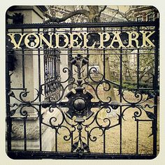 Het Vondelpark in Amsterdam-Zuid. Door het beroemdste park van Nederland moet je een keer gewandeld hebben. Hoewel het kleiner is dan je verwacht.