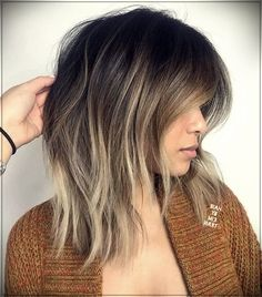 These half-length haircuts are right at the point between short and long. They have enough length to add waves or curls, create a full-bodied hairstyle or be pulled in a ponytail, but not so long… Medium Length Hair With Layers, Medium Hair Cuts, Medium Hair Styles, Short Hair Styles, Lob Haircut, Lob Hairstyle, Haircuts For Fine Hair, Straight Hairstyles, Wave Hairstyles