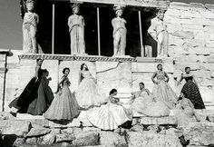 Rare photo of Christian Dior models under the caryatids of the Erechtheion temple on the north side of the Acropolis in Athens, Greece PEDRAZZINI for PARIS MATCH magazine during a show in Athens in 1951 Ancient Rome, Ancient Greece, Greek Fashion, White Fashion, French Fashion, Paris Match, Christian Dior Vintage, Athens Greece, Acropolis Greece